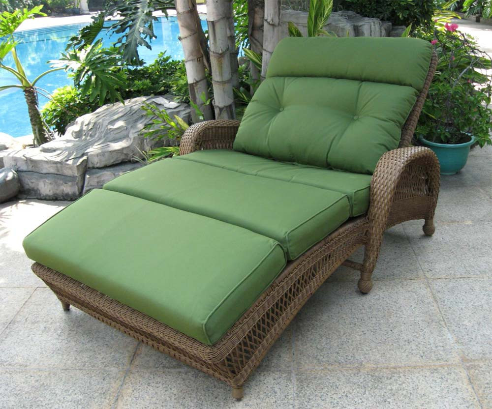 Longboat Key Casa Del Mar Adjule Double Wicker Chaise Lounge