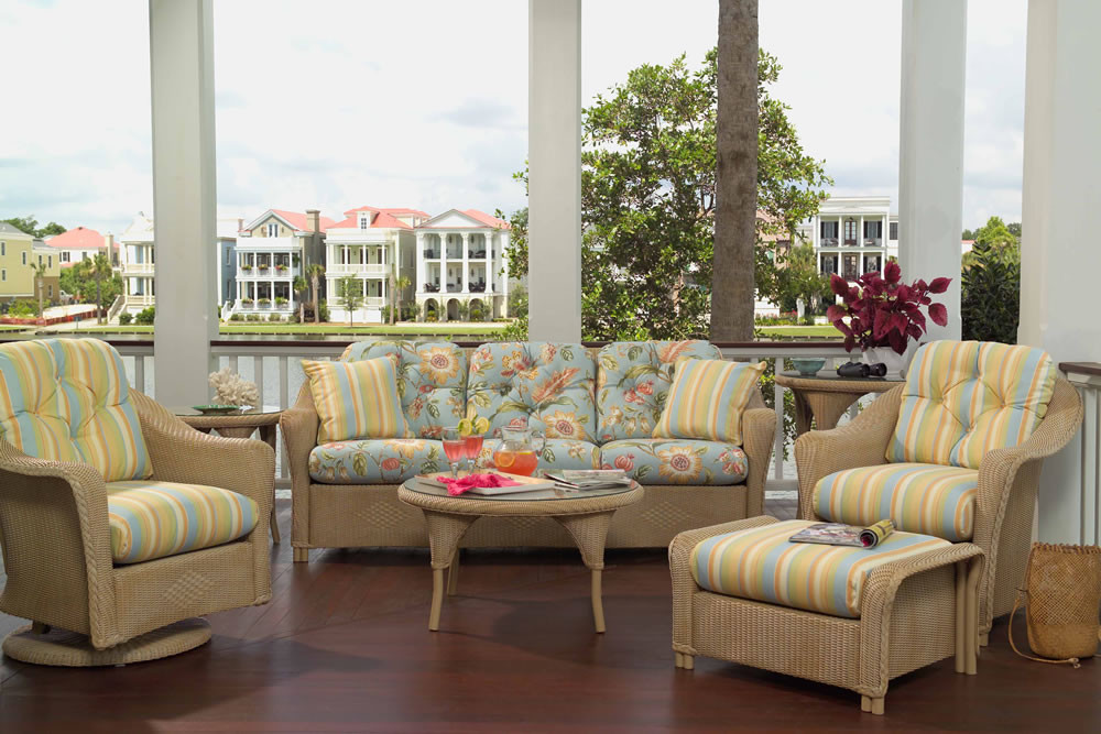 Lloyd Flanders Reflections Wicker Sofa   SPECIAL OPPORTUNITY BUY